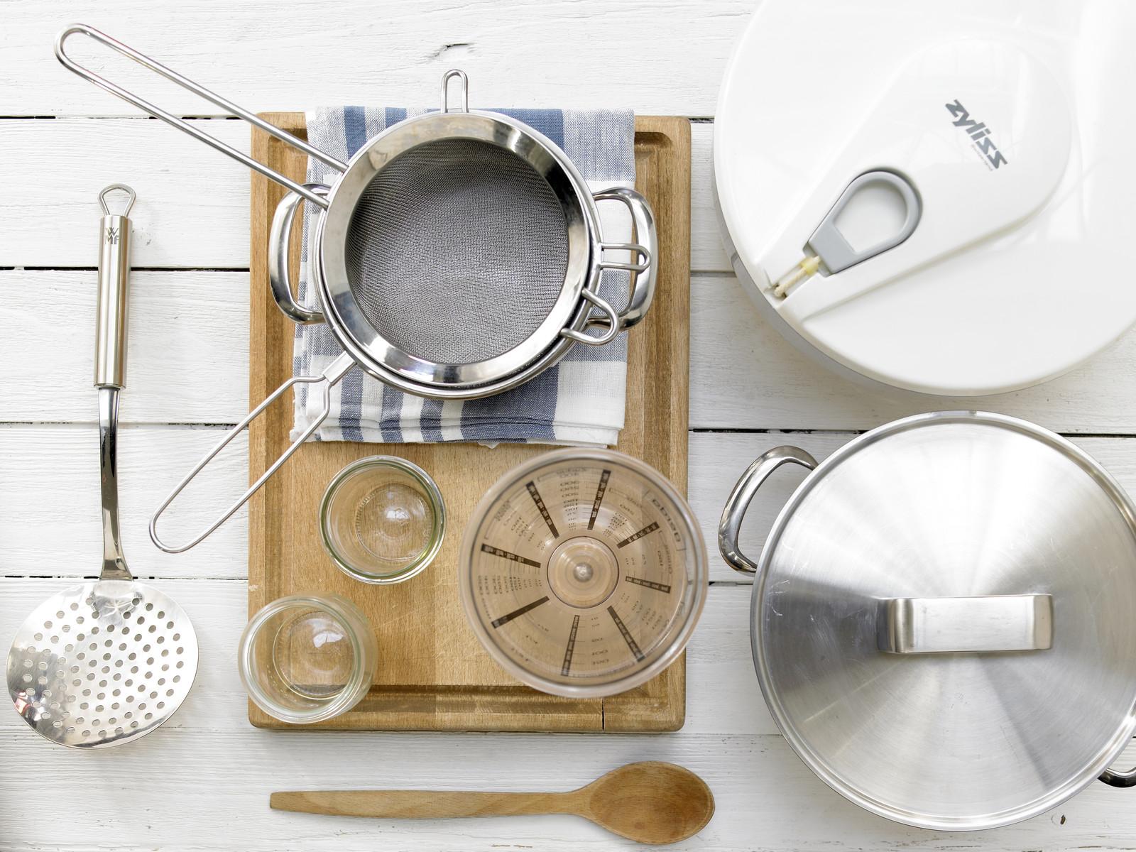 1 topf mit deckel 1 topf 1 messbecher 1 arbeitsbrett 1. Black Bedroom Furniture Sets. Home Design Ideas