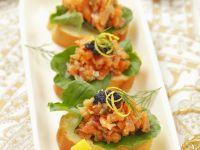 Appetithäppchen mit Lachs und Kaviar