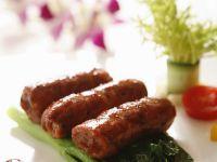 Asia-Fleischröllchen auf Paksoi