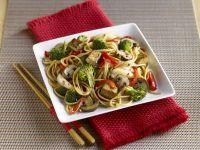 Asiatische Nudeln mit Tofu und Gemüse