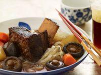 Asiatische Rindfleisch-Nudelsuppe