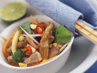 Asiatischer Gemüsesalat mit Schweinefleisch