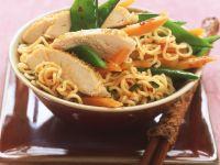 Asiatischer Nudelsalat mit Hähnchen