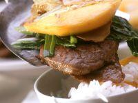 Asiatisches Rinderfilet mit Mango und Reis