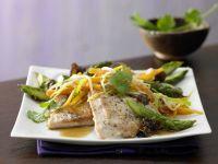 Asiatisches Spargel-Gemüse aus dem Wok