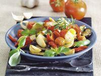 Auberginensalat mit Tomaten und Knoblauch
