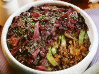 Auflauf mit Hackfleisch, grünen Bohnen und Rotkraut