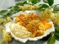 Ausgebackene Hollerküchle mit Orangenschaum