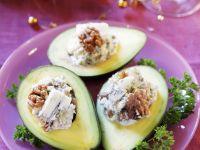 Avocado mit Gorgonzola-Walnuss-Creme gefüllt