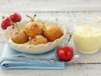 Backteig-Kirschen mit Vanillesoße