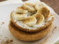 Bagel mit Banane und Zimt