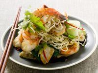 Bami Goreng mit Hähnchen und Shrimps