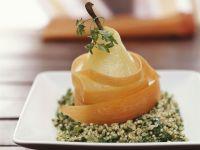 Birne auf Kerbel-Quinoa