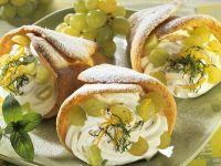 Biskuit mit Quark-Traubenfüllung
