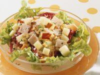 Blattsalat mit Apfel und Schinken