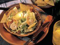 Blattsalat mit Avocado, Tomaten und Shrimps
