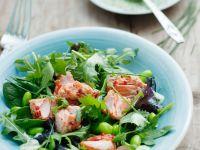 Blattsalat mit Bohnen und Lachs