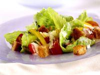 Blattsalat mit Croutons