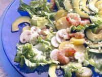 Blattsalat mit Garnelen und Avocado