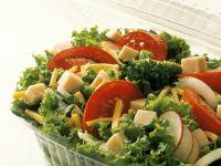Blattsalat mit Schinken und Käse