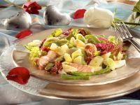 Blattsalat mit Spargel und Lachs