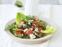 Blattsalat mit Wassermelone und Schafskäse