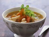 Bohnen-Tomaten-Suppe mit Gemüse