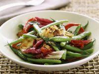 Bohnensalat mit Radicchio, Grillkäse und Sardellen