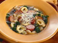 Bohnensuppe mit Wurst und Tortellini