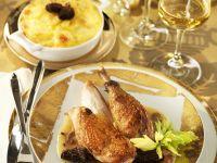 Brathähnchen mit Morchel-Sahne-Sauce und Kartoffelgratin