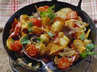 Bratkaroffeln mit Fleisch und Zwiebeln (Tiroler Gröstl)