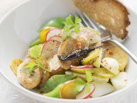 Bratwurstsalat auf Thüringer Art mit weißen Rübchen