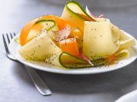 Breite Bandnudeln mit Gemüse und Mohn
