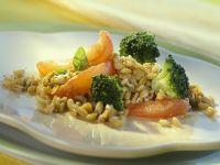 Brokkoli-Tomaten-Gemüse mit geschmortem Grünkern