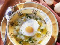 Brotsuppe mit Spiegelei auf portugiesische Art
