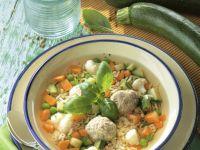 Buchstabensuppe mit Gemüse und Klößchen