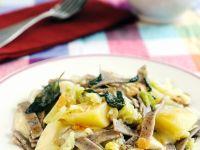 Buchweizennudeln mit Kartoffeln, Kohl, Käse und Salbeibutter