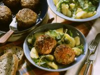 Buletten mit Kapern und Sardellen dazu Kartoffelsalat
