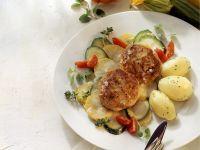 Buletten mit Zucchinigemüse und Kartoffeln