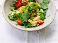 Bulgursalat mit Tomaten und Gurke