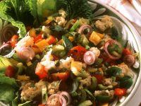 Bunter Brot-Salat mit Gemüse