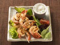 Bunter Salat mit Garnelenschwänzen