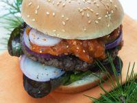 Burger mit Hirschfleisch und Aprikosensoße