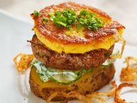 Burger mit Rind und Kartoffeln