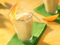 Buttermilch mit Orange und Avocado