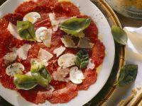 Carpaccio vom Rind mit Pilzen und Parmesan