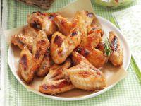 Chicken Wings mit Gemüsesalat