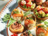 Cocktailtomaten und Pilze mit Füllung, Lachsrollen