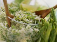 Couscous mit Kräutern und Thailändischer Spargel