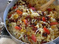 Couscouspfanne mit Rosinen und Tomaten